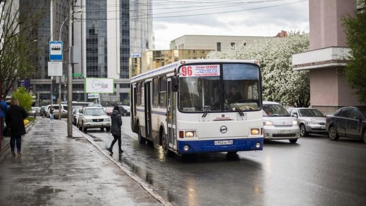 «Вышла к 06:25, а уехала в 7 утра»: как водители автобусов игнорируют расписание и приезжают когда вздумается