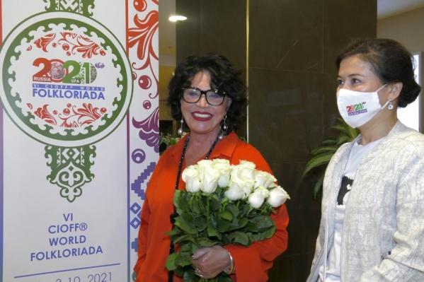 В аэропорту Бабкину встретила министр культуры Башкирии Амина Шафикова