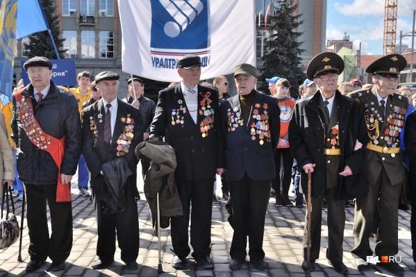 """Ветераны на шествии <nobr class=""""_"""">9 мая</nobr> <nobr class=""""_"""">в 2013 году</nobr>"""