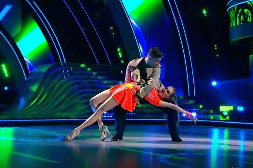 Во втором туре Дава с Дарьей Палей исполнили зажигательный ча-ча-ча