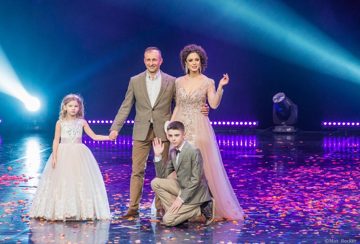 Татьяна с семьей во время финального этапа конкурса