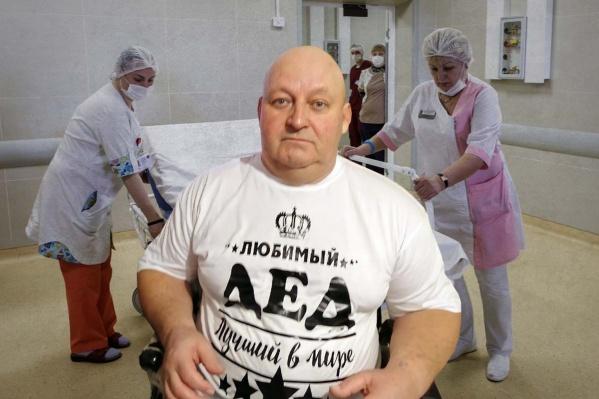 Так Николай Осадчий выглядел в июне. С тех пор он похудел в три раза и покрылся жуткими ранами пролежней