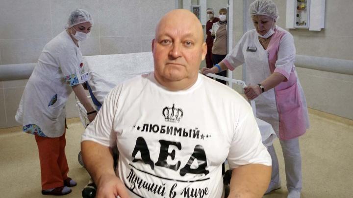 «Он кричит от боли»: в Волгограде парализованный больной с пролежнями месяц ждет врача на дом