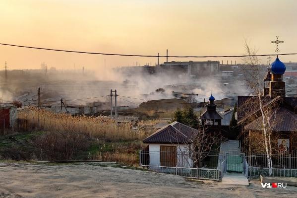 Огонь подступает к православному храму