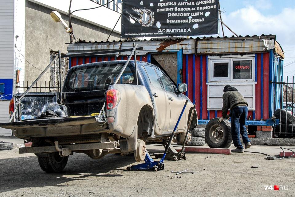 Большинство автомобилистов меняет шины в апреле
