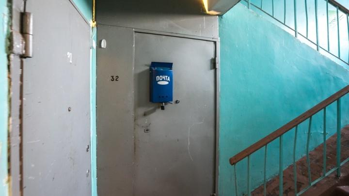 «Человек больной, но вежливый»: на правобережье вскрыли забитую доверху мусором квартиру