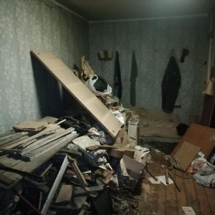 Раньше в этой квартире была мастерская, где Евгений Григорьевич чинил телевизоры и часы