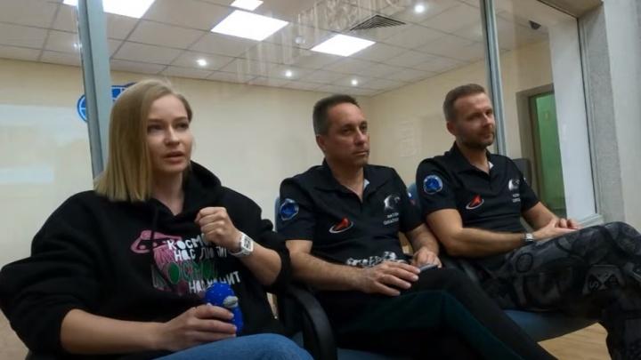 «Кажется, я прикоснулась к истории»: Юлия Пересильд взяла с собой в космос игрушку, связанную челябинкой