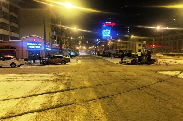 ДТП произошло на перекресткепроспекта Ленина и улицы Московской