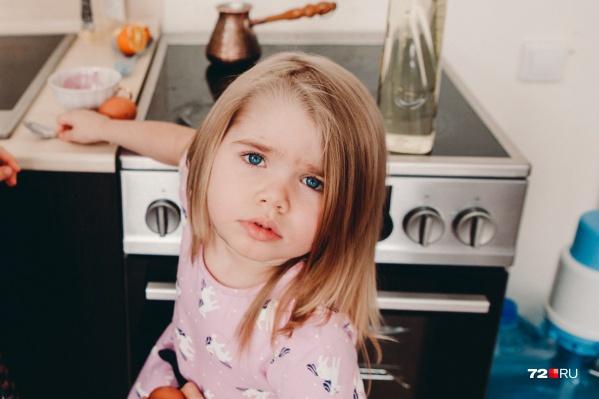 Сейчас Олесе три года. Она всю жизнь будет зависима от тех или иных препаратов: перепрошить сломанные гены невозможно