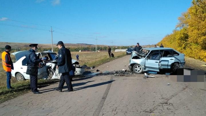 В Башкирии четыре человека погибли при лобовом столкновении автомобилей. Среди них две пенсионерки