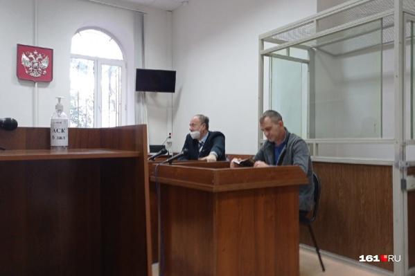 Игорь Хорошилов в суде с адвокатом Евгением Берковичем (слева)