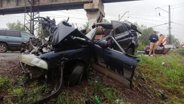 На автодороге Челябинск — Новосибирск столкнулись три машины и автобус