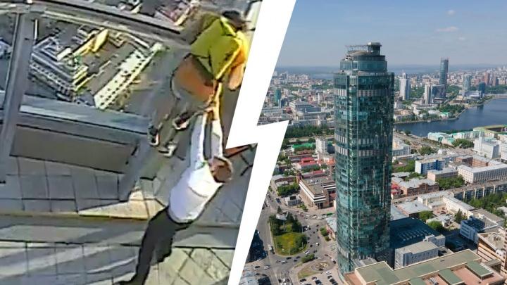 Охранники «Высоцкого» поймали парня, который собирался спрыгнуть с крыши