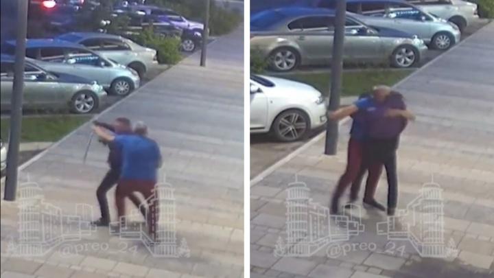 Жители Преображенского рассказали подробности о нападении неадеквата с ножом на таксиста