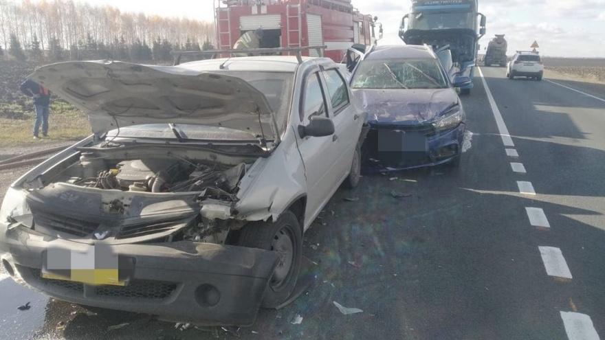 """Дальнобойщик из Челябинской области попал на Volvo в массовую аварию на трассе <nobr class=""""_"""">М-5</nobr>"""