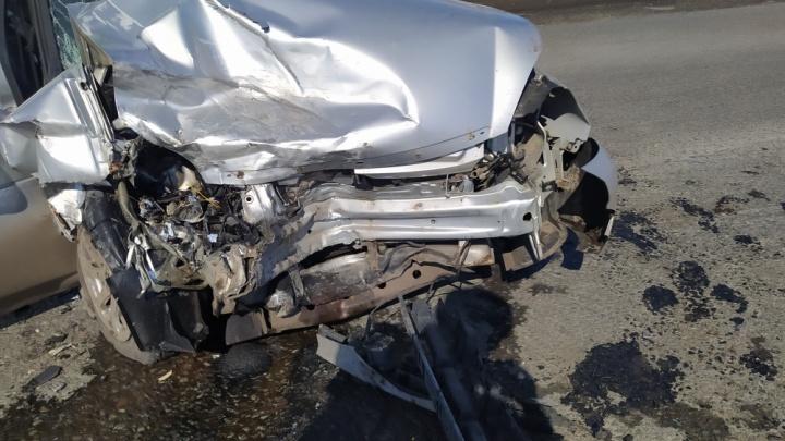В Кургане в тройном ДТП на трассе пострадали четыре человека