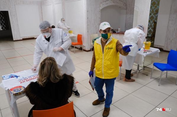 До этого по выходным в ТРК можно было лишь сдать мазок на коронавирус, но теперь начнется и вакцинация