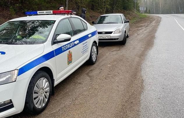 В ГИБДД ответили на обвинения водителя в «автоподставе». Опубликовано видео обгона