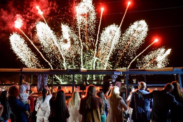 В честь запуска туров и 25-летия компании на Левом берегу Дона устроили масштабную вечеринку