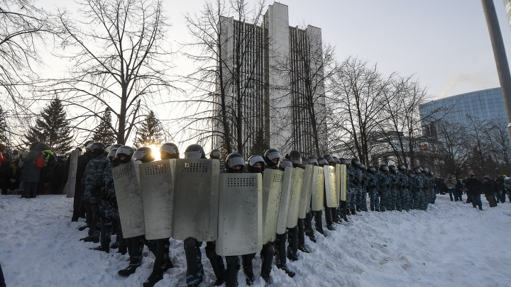 Двум екатеринбуржцам, применившим насилие против полицейских во время акции протеста, грозит 5 лет тюрьмы