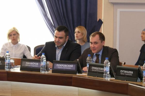 Евгений Панфёров (слева) был депутатом совета депутатов Новосибирска до нового созыва