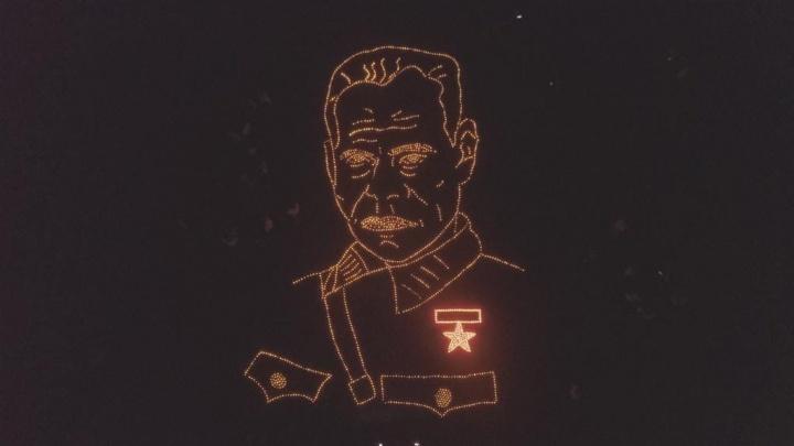 В Уфе на Советской площади сложили портрет генерала Шаймуратова из 1418 свечей