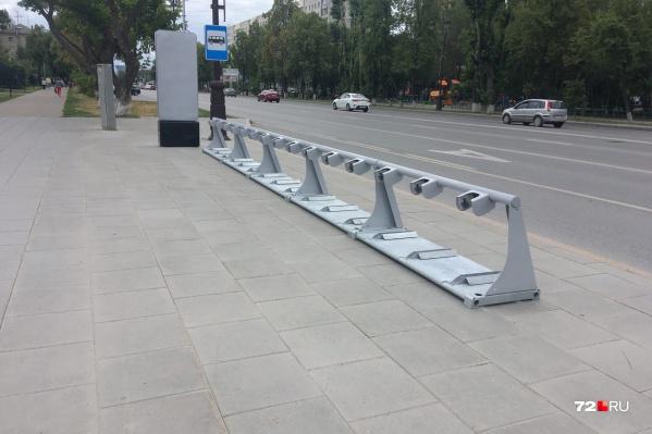 В городе уже появились парковки