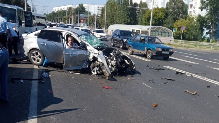 Люди лежали на асфальте: появилось видео последствий массовой аварии на Московском шоссе