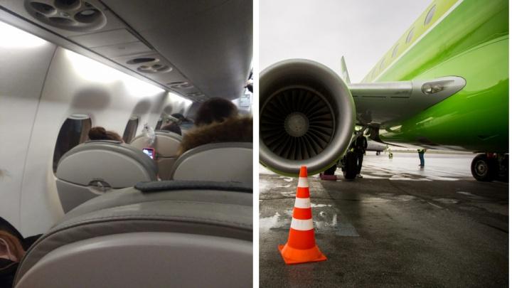 Пассажиры из Новосибирска застряли в самолете из-за замерзшей двери