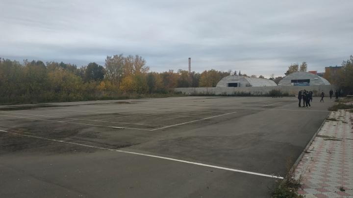 Компании «Кедр» разрешили достроить теннисные корты в Парке имени 30-летия ВЛКСМ