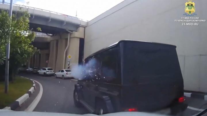 В Сочи задержали водителя «Гелендвагена», устроившего стрельбу на дороге