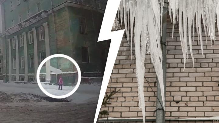 «Вижу глыбу, а под ней — ребенок»: кто отвечает за сход снега с крыш и как получить компенсацию за травмы