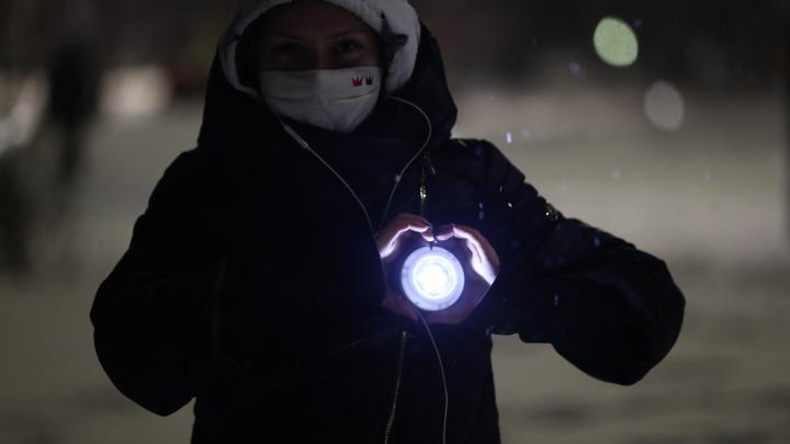 Новосибирцы прогулялись с фонариками— показываем, как это было