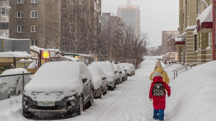 Город превратился в сугроб: смотрим на 13снимках, какие испытания Новосибирск подготовил для жителей