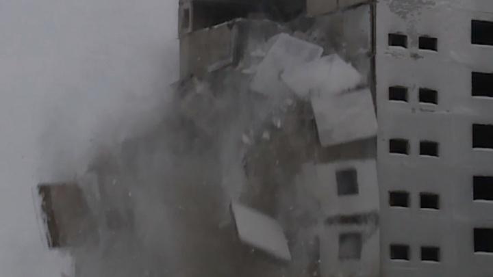 Прощайте, панельки: в Норильске начали разбирать опустевший микрорайон