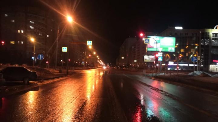 В Новосибирске водитель «Лады» сбил двух 16-летних девушек на пешеходном переходе