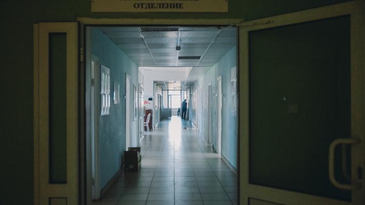 В сельской больнице умерла 73-летняя женщина, которую перевели туда из Тобольска без ведома родных