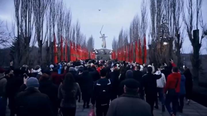 «Я не хочу войны, я шел за Путина»: тренер по боксу рассказал об участии в шествии на Мамаевом кургане