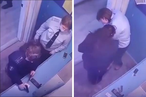 Женщина напугала выстрелом свою коллегу