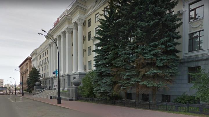 Сотрудника РЖД, попавшегося на взятке в Челябинске, взяли под стражу