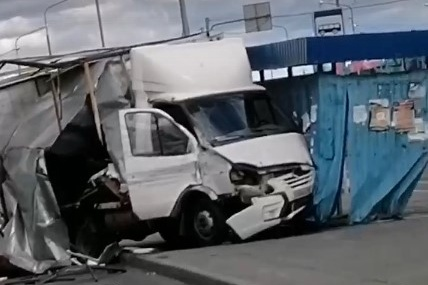 По словам очевидцев, машина перевозила хлеб