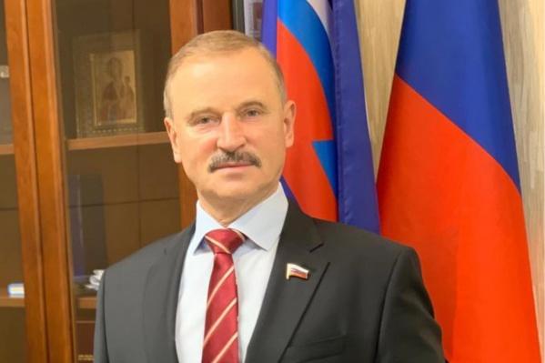 По словам Сергея Веремеенко, он поможет жене погибшего с похоронами