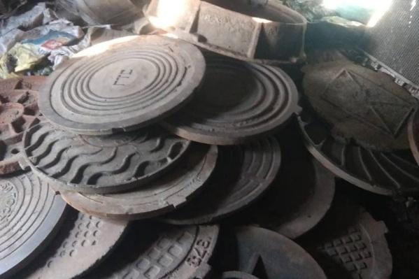 В пунктах металлолома найдено 30 крышек люков