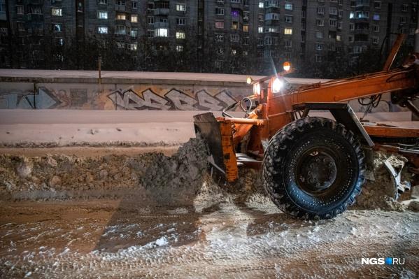 Власти анонсировали ночную уборку снега после продолжительного снегопада