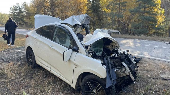 «Тело зажало в салоне»: на дороге в Поволжский столкнулись иномарка и автобус