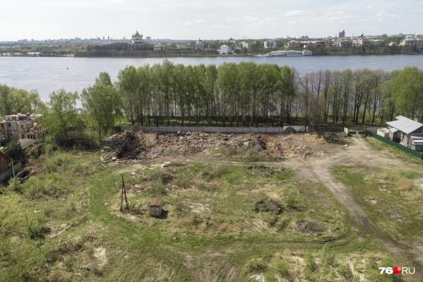 Рыночную стоимость этого участка на берегу Волги оценили в 45 миллионов 727 тысяч рублей