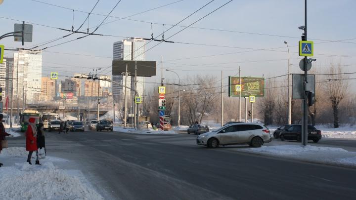 Возле аквапарка на Щербакова, где постоянно бились машины, изменили схему проезда перекрестка