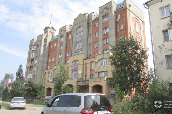 Дом находится напротив Казачьего рынка