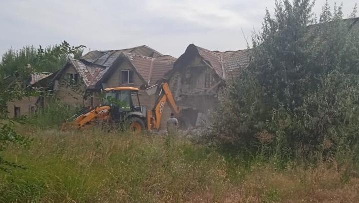 Под Волгоградом начался снос коттеджного поселка «Белая дача»